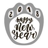 Perro chino feliz del Año Nuevo 2018, letras dibujadas de la mano de texto Cita de los saludos del día de fiesta Grande para las  Fotos de archivo