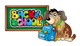 Perro con el bolso de escuela y la pizarra Fotografía de archivo