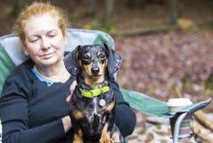 Perro con la mamá Fotos de archivo