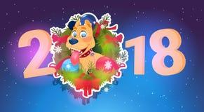 Perro de la bandera del Año Nuevo 2018 en el abeto Garland Holiday Decoration Design Foto de archivo