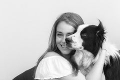 Perro de ovejas de la muchacha Fotos de archivo