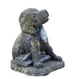 Perro de perrito de Labrador que entrega el ornamento del jardín del periódico foto de archivo libre de regalías