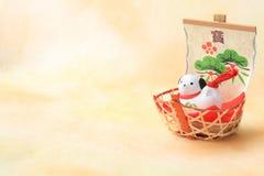 Perro del Año Nuevo y nave de tesoro japoneses Imágenes de archivo libres de regalías