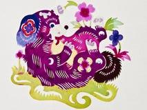 Perro del corte del papel chino Imagenes de archivo