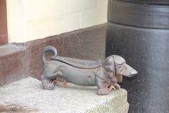 Perro del hierro - un dispositivo para quitar la suciedad de los zapatos Imagen de archivo