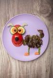 Perro divertido hecho de verduras Imagen de archivo libre de regalías