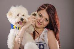 Perro maltés y muchacha fotografía de archivo libre de regalías