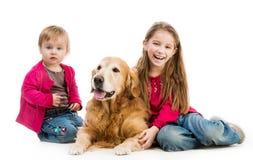 Perro perdiguero y niños Imágenes de archivo libres de regalías