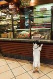 Perro veneciano de la tienda de delicatessen fotos de archivo