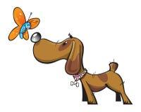 Perro y mariposa lindos Foto de archivo