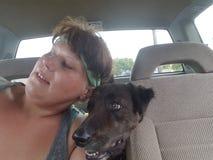 Perro y muchacha que miran encima Imagen de archivo