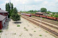 Perron do estação de caminhos-de-ferro Fotografia de Stock