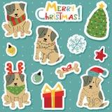 Perros blancos lindos de la Navidad con el sistema de la etiqueta engomada de las manchas marrones Imagenes de archivo
