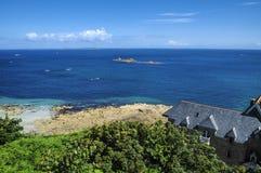 Perros-Guirec (Brittany, Frankrike): kust Arkivbilder