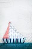 persönlich hergestelltes Spielzeugbootskissen Stockfotos