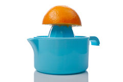 Pers en halve sinaasappel Stock Afbeeldingen
