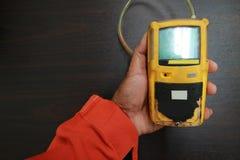 Pers?nlicher H2S-Gas-Detektor, Kontrollgasleck Sicherheitskonzept des Sicherheitssystems auf Offshoreöl und dem Gas, die Plattfor lizenzfreie stockfotos