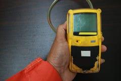 Pers?nlicher H2S-Gas-Detektor, Kontrollgasleck Sicherheitskonzept des Sicherheitssystems auf Offshoreöl und dem Gas, die Plattfor lizenzfreie stockbilder