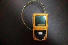 Pers?nlicher H2S-Gas-Detektor, Kontrollgasleck Sicherheitskonzept des Sicherheitssystems auf Offshoreöl und dem Gas, die Plattfor stockfotografie