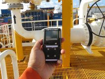 Pers?nlicher H2S-Gas-Detektor, Kontrollgasleck Sicherheitskonzept des Sicherheitssystems lizenzfreie stockfotografie