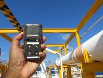 Pers?nlicher H2S-Gas-Detektor, Kontrollgasleck Sicherheitskonzept des Sicherheitssystems stockfotografie