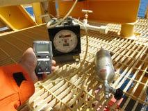 Pers?nlicher H2S-Gas-Detektor, Kontrollgasleck Sicherheitskonzept des Sicherheitssystems lizenzfreie stockbilder