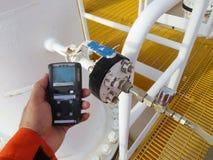 Pers?nlicher H2S-Gas-Detektor, Kontrollgasleck Sicherheitskonzept des Sicherheitssystems stockfoto