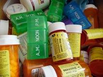 Perscription瓶和药片指示装置的照片 免版税库存照片
