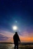 Persecución de la aurora boreal fotos de archivo