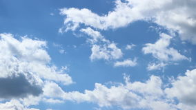 Persecución de lapso de tiempo de las nubes almacen de metraje de vídeo