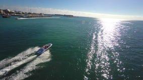Perseguição aérea 4k do barco