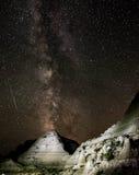 Perseid meteorregn och Vintergatan Royaltyfri Bild