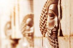 Persepolis è la città antica della Persia l'iran Bassorilievi di pietra sulle pareti fotografia stock libera da diritti