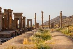 Persepolis est la capitale du royaume d'Achaemenid vue de l'Iran Perse antique Bas-relief sur les murs de vieux bâtiments photographie stock libre de droits