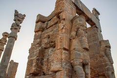 Persepolis est la capitale du royaume d'Achaemenid vue de l'Iran Perse antique Bas-relief sur les murs de vieux bâtiments photo libre de droits