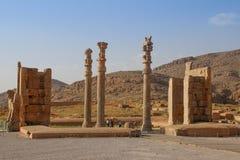 Persepolis is het kapitaal van het Achaemenid-koninkrijk gezicht van Iran Oud Perzi? Bas-hulp op de muren van oude gebouwen stock fotografie