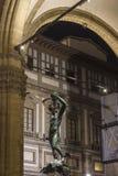 Perseus avec la tête de la statue de méduse dans le dei Lanzi de bungalow Photographie stock