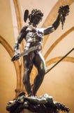 Perseus statua z głową meduza przy nocą Obrazy Stock