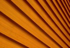 Persianas con una textura de líneas diagonales amarillas Fotos de archivo libres de regalías