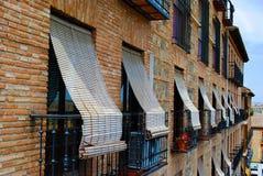 Persianas en ventanas en Toledo, España Fotos de archivo libres de regalías