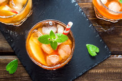 Persikan iced tea Royaltyfri Fotografi