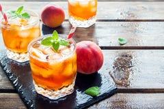 Persikan iced tea Fotografering för Bildbyråer