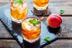 Persikan iced tea Royaltyfria Bilder