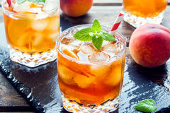 Persikan iced tea Arkivfoton