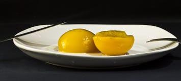 Persikor i sirap Arkivfoto