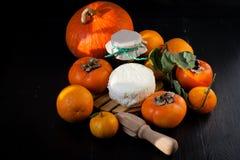 Persimmons, tangerines, πορτοκάλια, τυρί και Στοκ φωτογραφίες με δικαίωμα ελεύθερης χρήσης