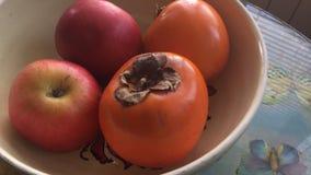 Persimon och äpplen Royaltyfri Bild