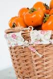 Persimonfrukt i korgen Royaltyfria Bilder