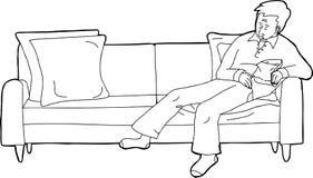 Person Asleep sur le sofa avec le casse-croûte Image libre de droits