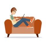 Person am Computer auf einem weißen Hintergrund eine Vektorillustration Lizenzfreie Stockfotos